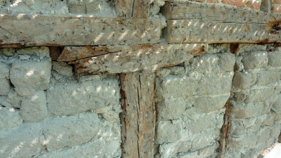 muro-de-adobe-y-entramado-de-madera
